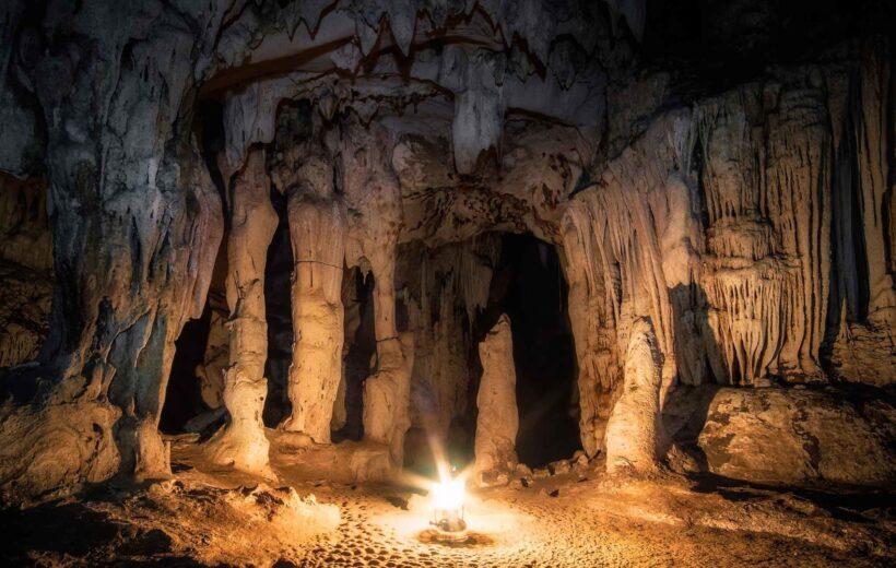 Sacófagos de Karajía + Caverna de Quiocta